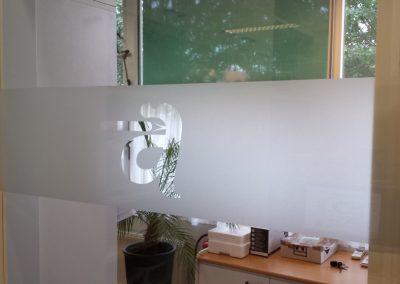 Etched glass folie op glazen deur